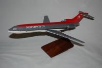 Photo: Northwest Airlines, Boeing 727-200